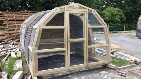 Bird Aviaries & Chicken Coops